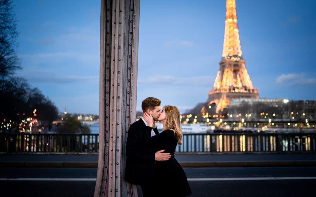 photo couple amour paris tour eiffel
