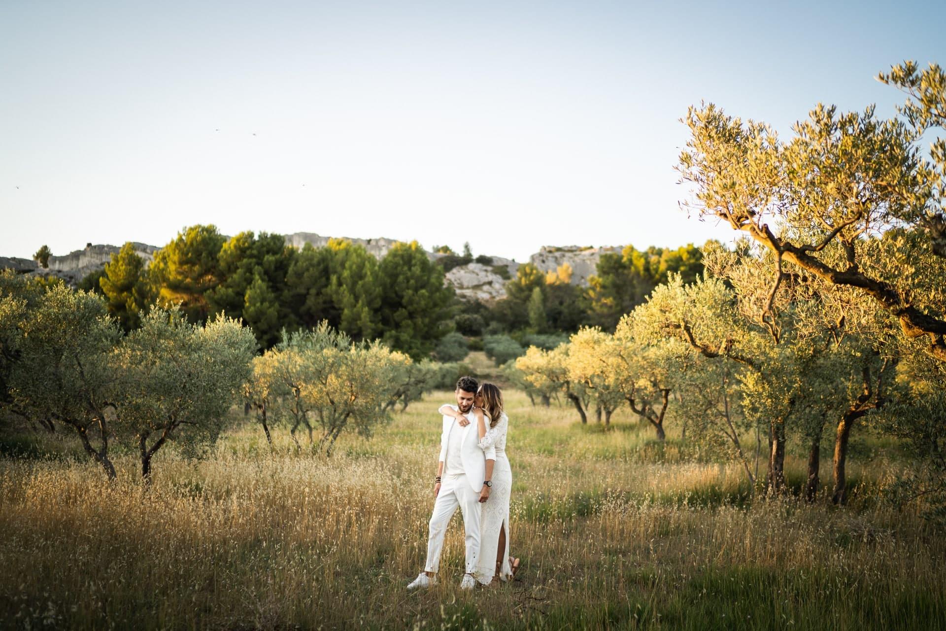 Photographe à Marseille de Mariage dans les champs d'olivier