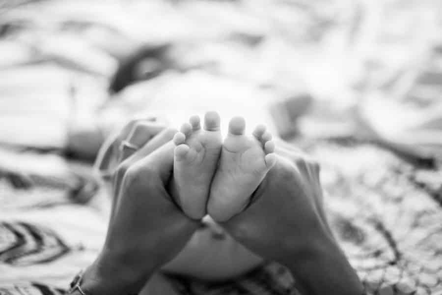 Photographe de pieds de bébé à Marseille