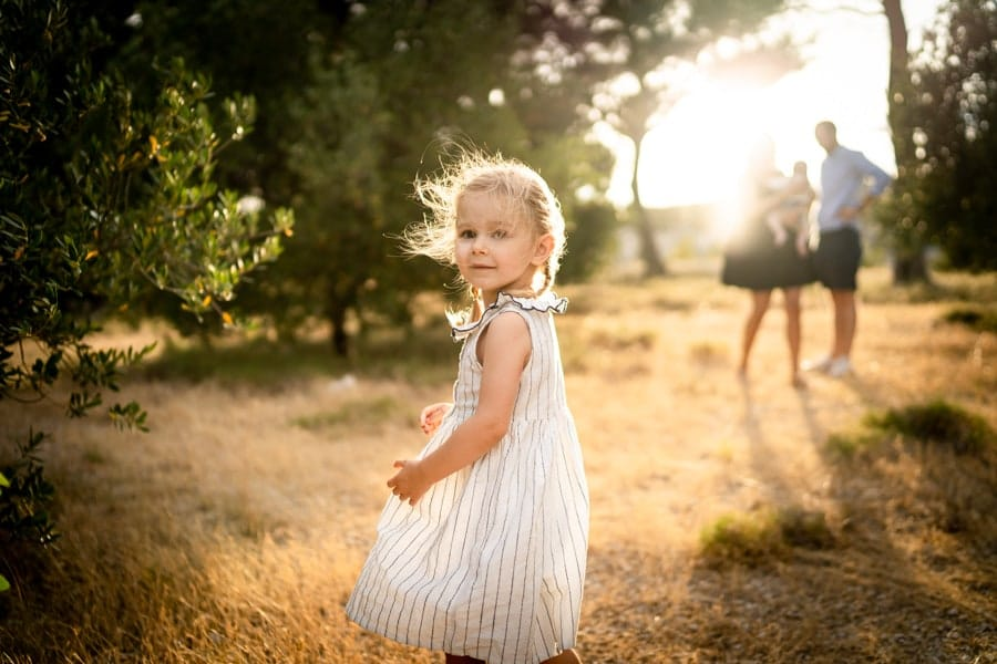 photos de petite fille en famille à marseille