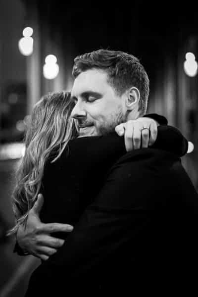 photos de couple romantique à paris