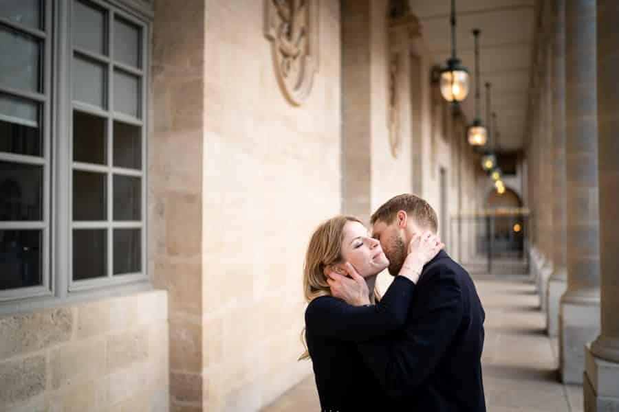 photographe de couple romantique à paris