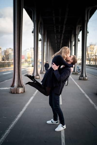 séance photo couple au pont de bir hakeim
