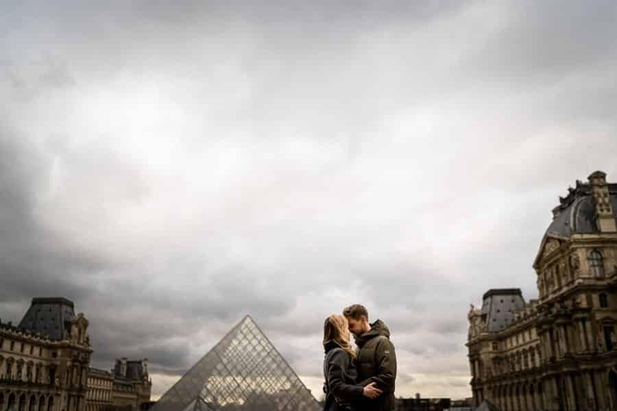 séance photo couple au louvre