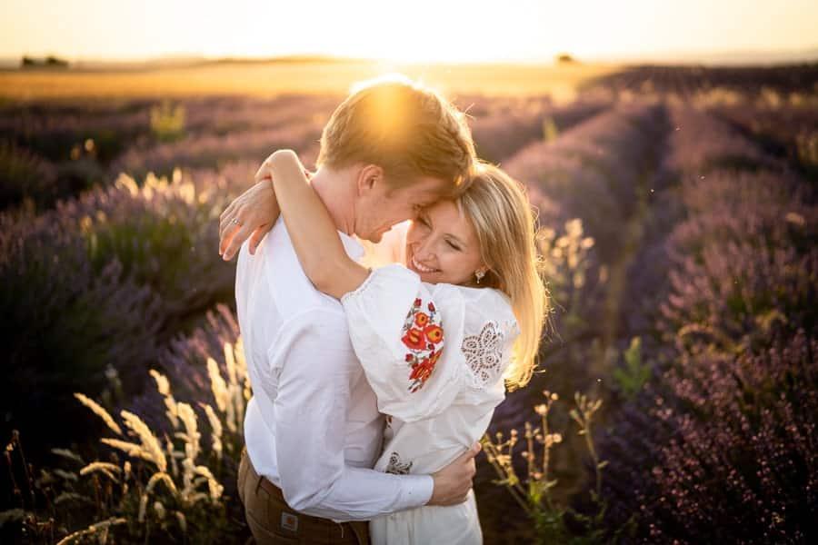 photographe couple lavandes valensole