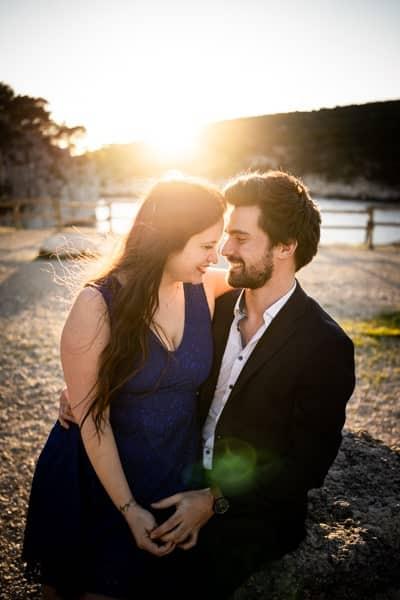 couple amoureux dans les calanques de marseille